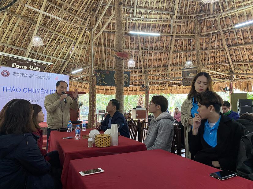 ông Nguyễn Hồng Long – Phó Chủ tịch Hội đồng quản trị PSD Group, đơn vị sở hữu Long Việt tâm huyết chia sẻ cùng sinh viên về định hướng phát triển của Long Việt cũng như giới thiệu chung về Tập đoàn PSD, cơ hội nghề nghiệp tại đây.